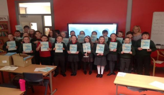 derry-school-pupils-presented-with-tommy-the-turbine-books